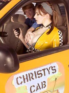 Работница такси вместо оплаты взяла член в рот