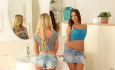 Трахают двух молоденьких девушек