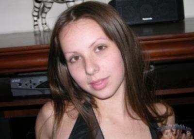 Девятнадцатилетняя голая брюнетка