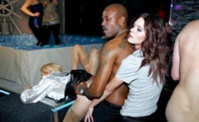 Оргия в ночном клубе