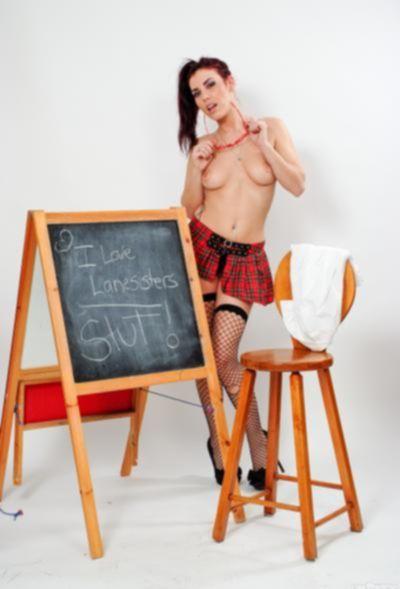 Молодая рыжая училка в чулках и короткой юбке