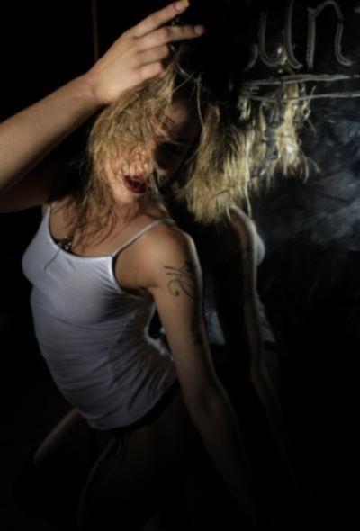 Страстная блондинка стрептизерша