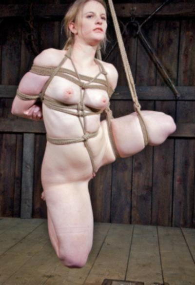 Связанная голая девушка БДСМ